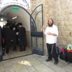 У входа на могилу рабби Шимона